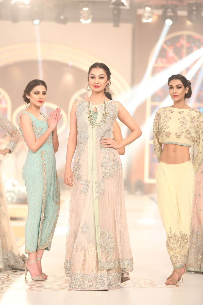 Hina Butt Pakistan Bridal Couture Week 2015 5.jpeg