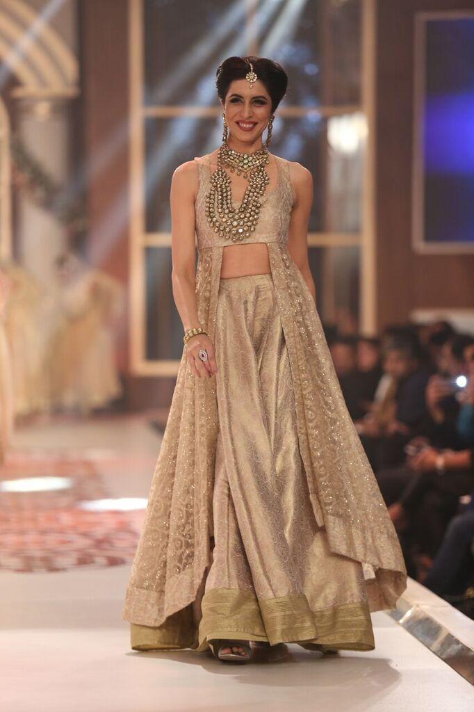 Damas Telenor Bridal Couture Week 2015 6.jpeg