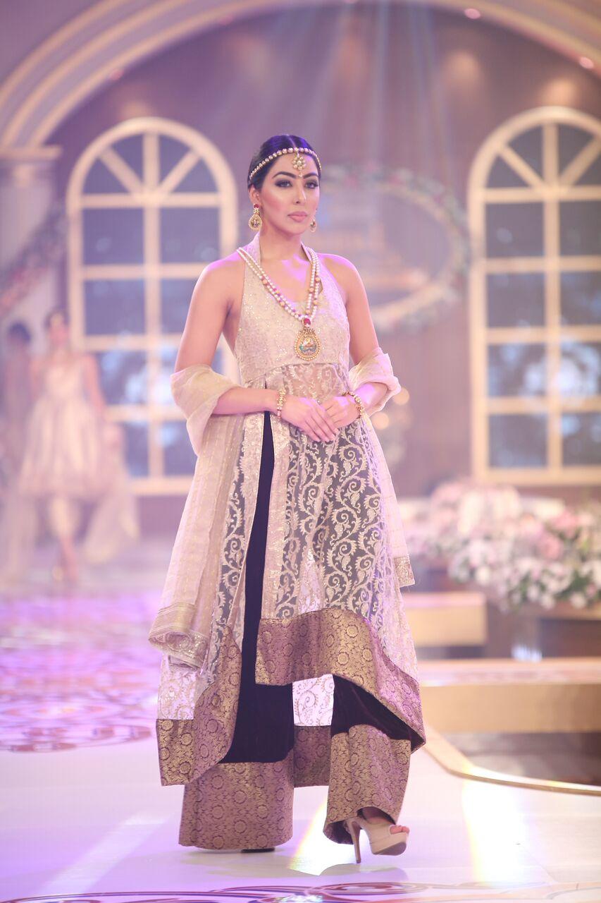 Damas Telenor Bridal Couture Week 2015.jpeg