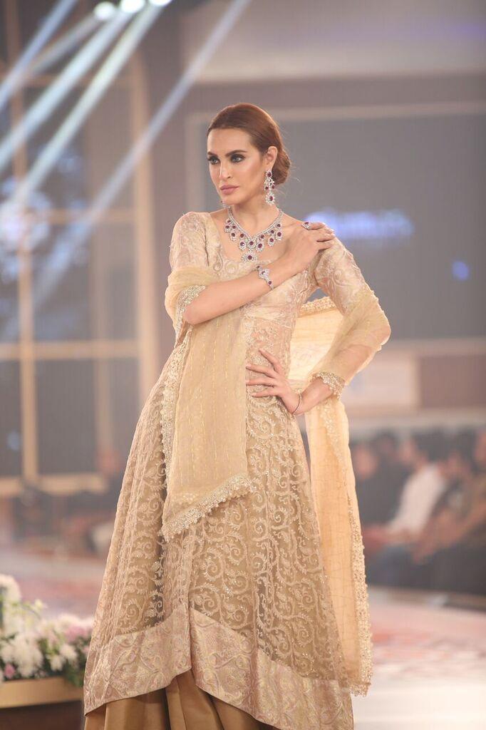 Damas Telenor Bridal Couture Week 2015 5.jpeg