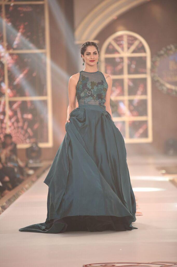 Nilofer Shahid Telenor Bridal Couture Week 2015 6.jpeg