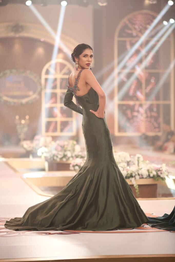 Nilofer Shahid Telenor Bridal Couture Week 2015 7.jpeg