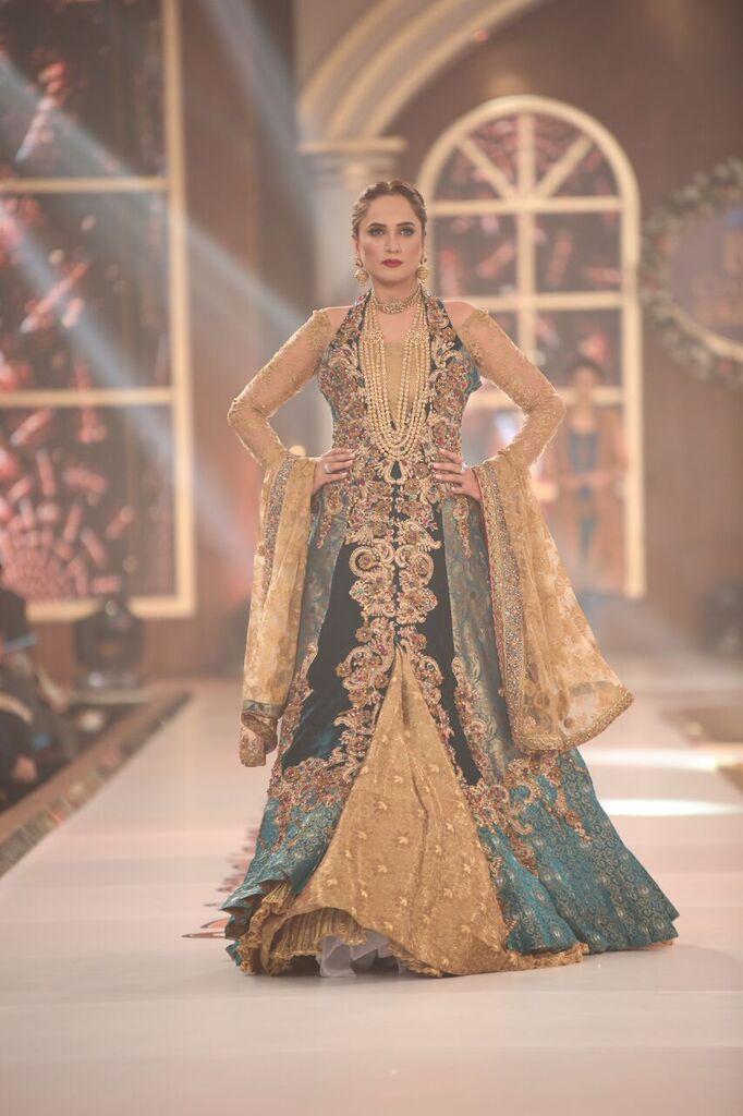 Nilofer Shahid Telenor Bridal Couture Week 2015 5.jpeg