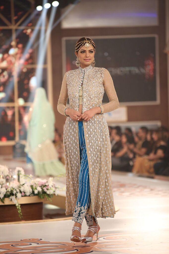 Zainab Chottani Telenor Bridal Couture Week 2015 4.jpeg