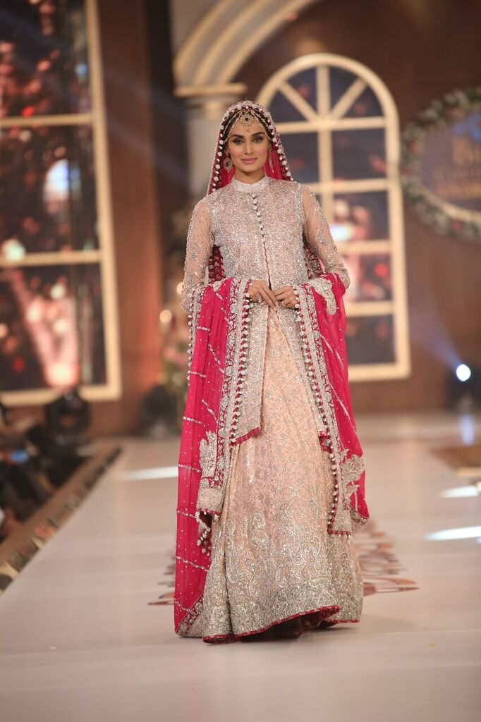 Zainab Chottani Telenor Bridal Couture Week 2015 8.jpeg