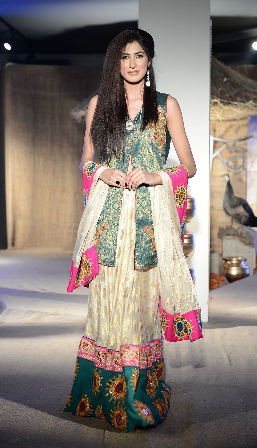 Taanka a brand dedicated to highlighting the arts and crafts of Interior Sindh launches at PFDC Fashion Active in Lahore (10).jpg