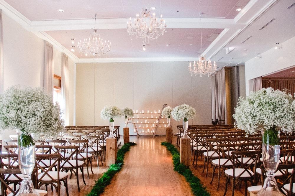 Flowers by Fleur Inc, Photo by Amanda Megan Miller, wedding with Jayne Weddings & Aged Rentals