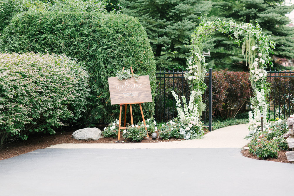Fleur-Inc-Outdoor-Wedding-Marissa-Roberts-Photography-Five-Grain-Events-Elegant-Summer-Wedding