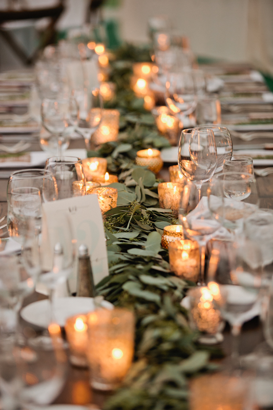 Fleur-Inc-Wedding-Lake-Geneva-Lakeside-Wedding-Five-Grain-Events-Anna-Guziak-Lush-garland-centerpiece