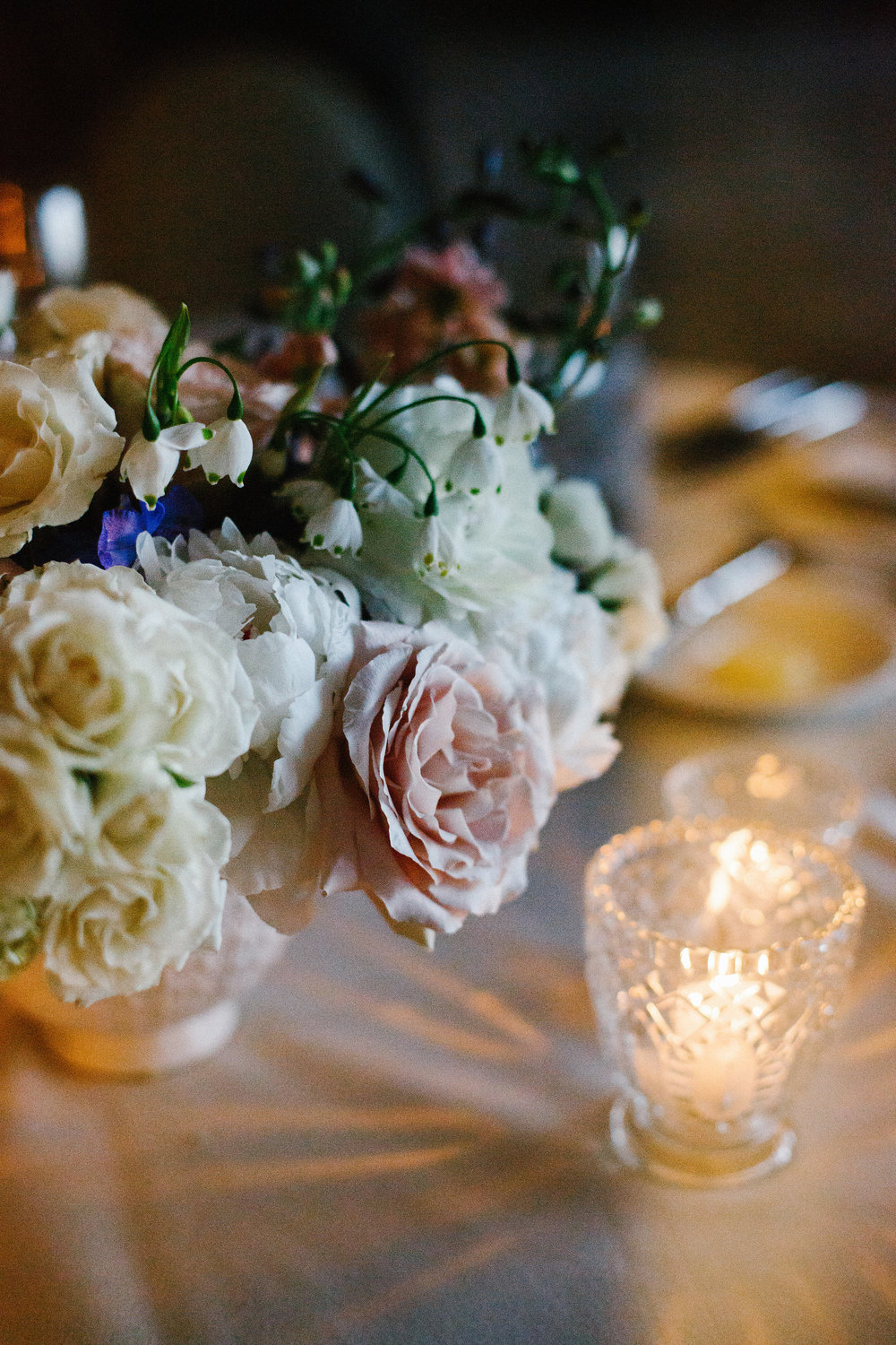 Fleur-Inc-Wedding-Chicago-Athletic-Association-Kina-Wicks-Photography-LIven-It-Up-White-City-Ballroom-Spring-Centerpiece-Spring-Wedding