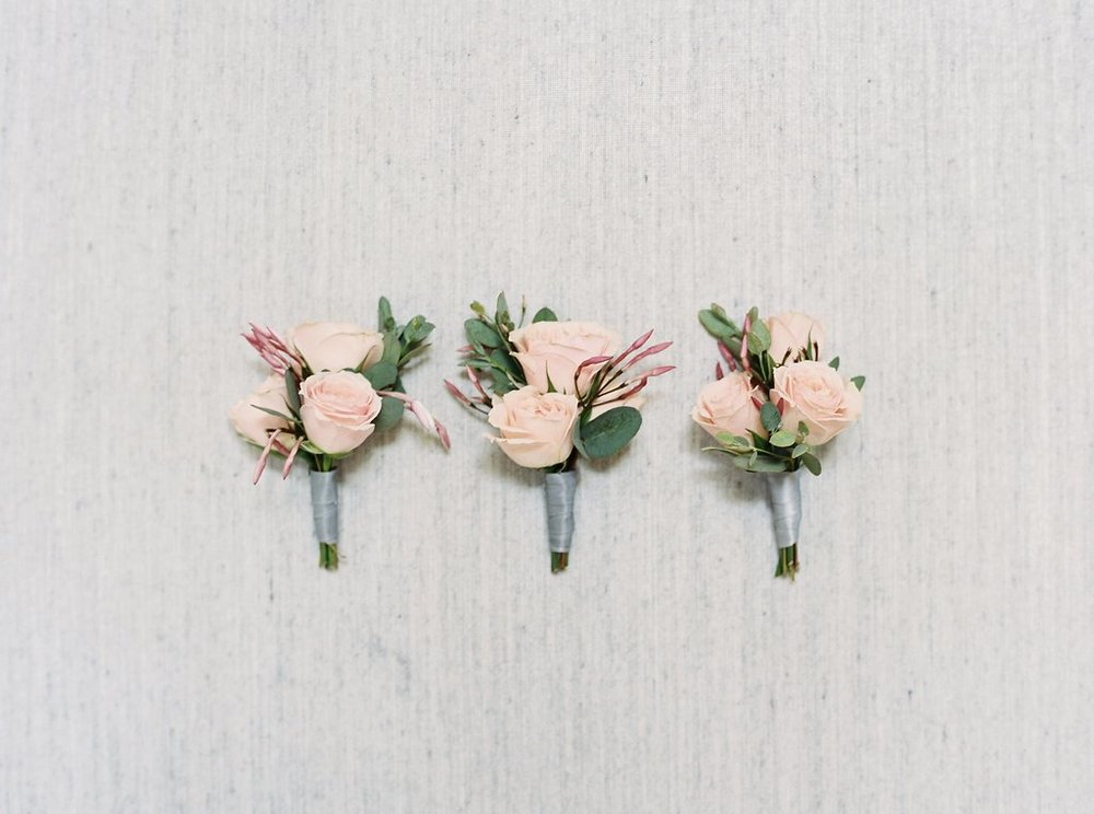 Fleur-Inc-Wedding-Logan-Square-Florist-Kyle-John-Photography-Spray-rose-boutonniere