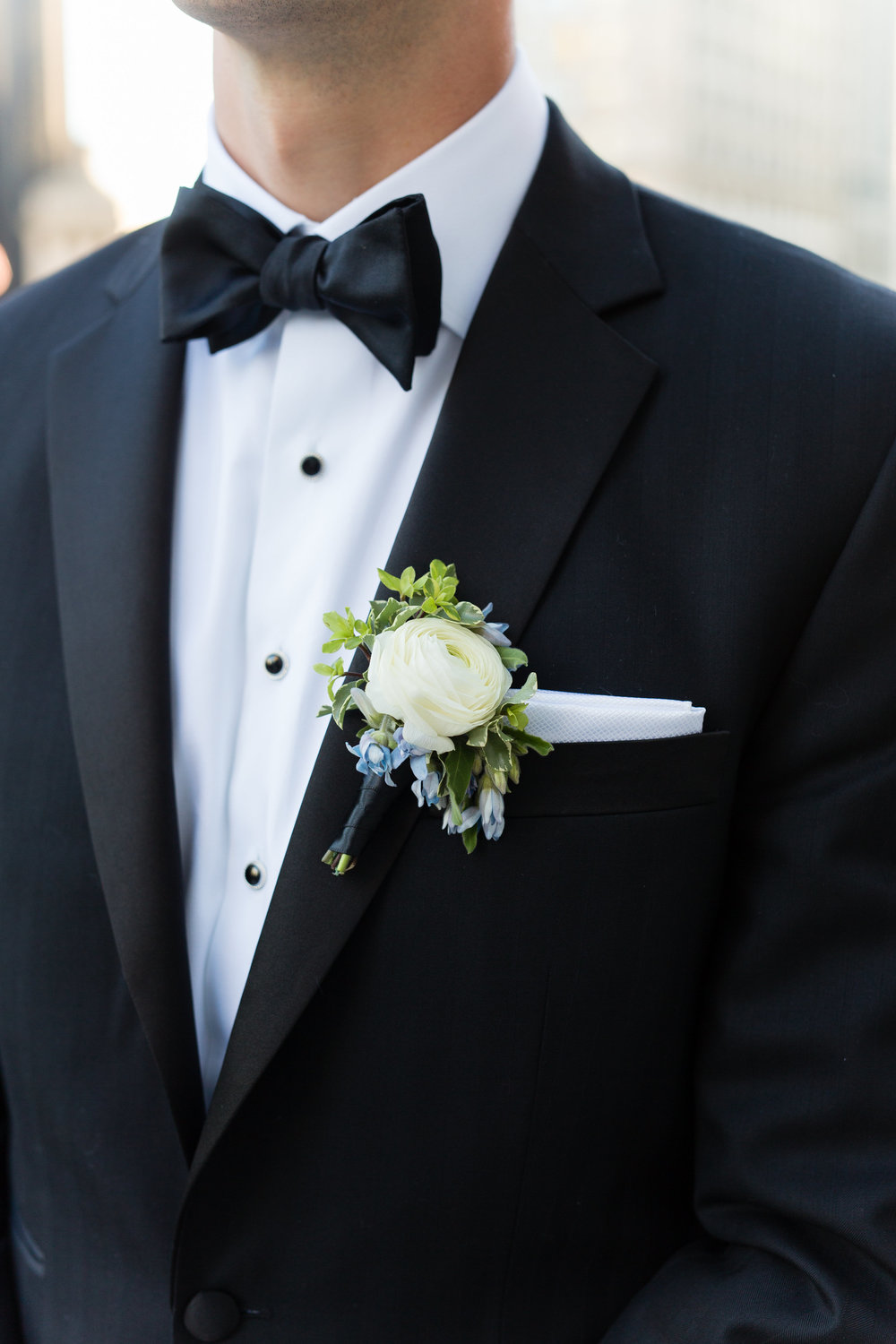 Fleur-Inc-Emilia-Jane-Photography-Estera-Events-Langham-Hotel-Chicago-Wedding-Ranunculus-Boutonniere-Tweedia