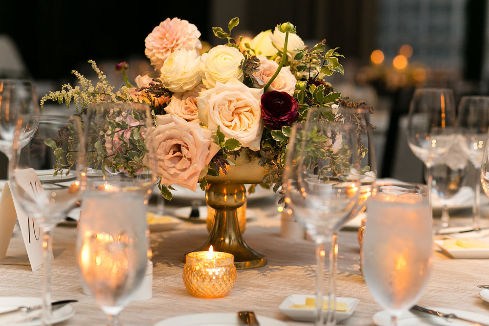 Fleur-Inc-Emilia-Jane-Photography-Estera-Events-Langham-Hotel-Chicago-Wedding-Lush-Centerpiece