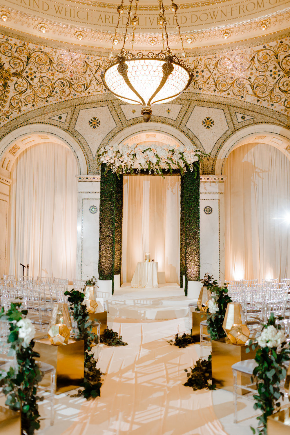 Boxwood-Chuppah-Chicago-Cultural-Center-Fleur-Inc