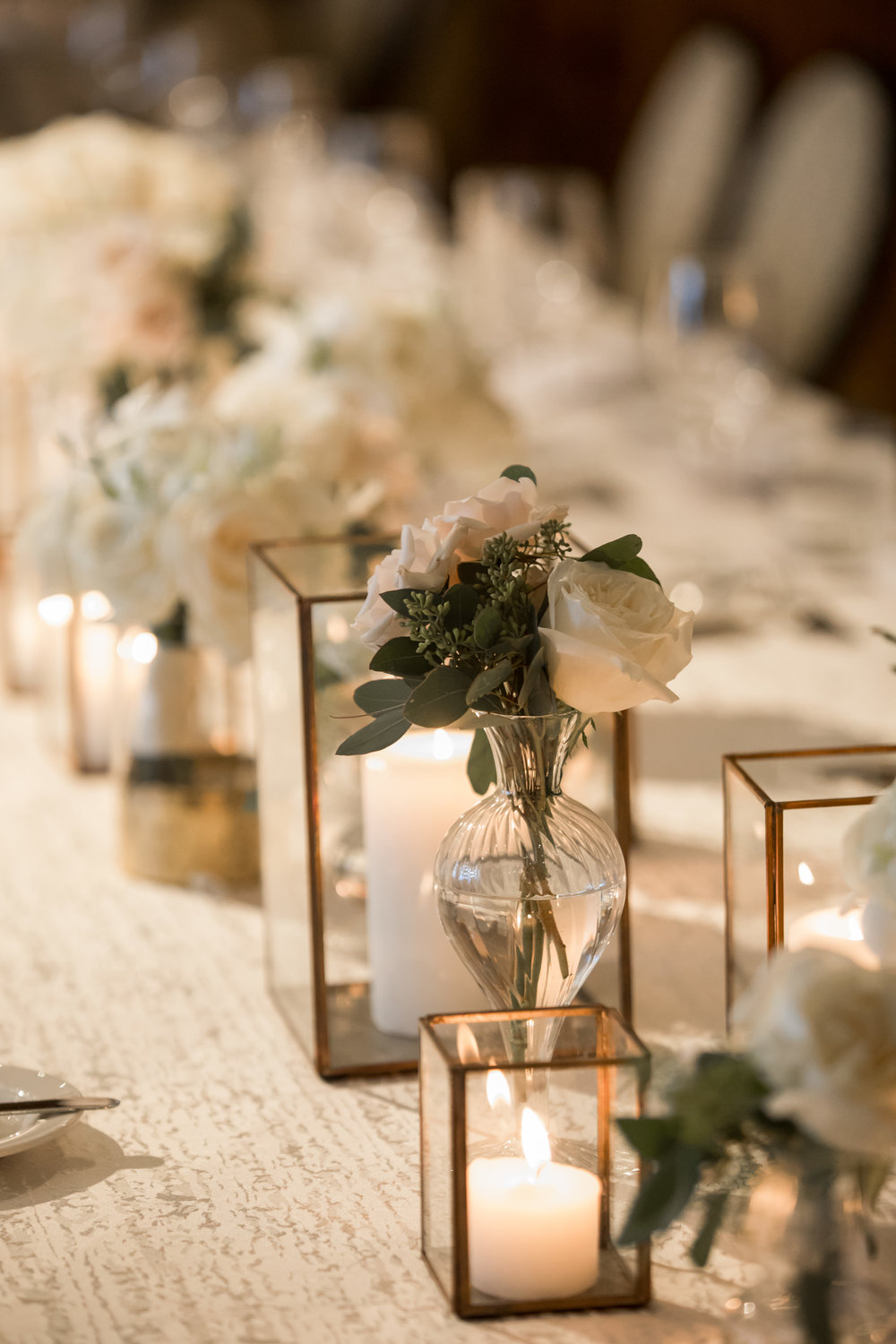 Wedding Flowers by Fleur Inc, Photo by Ann & Kam Photography, Planning by LK Events.  Head Table at the Chicago Athletic Association.