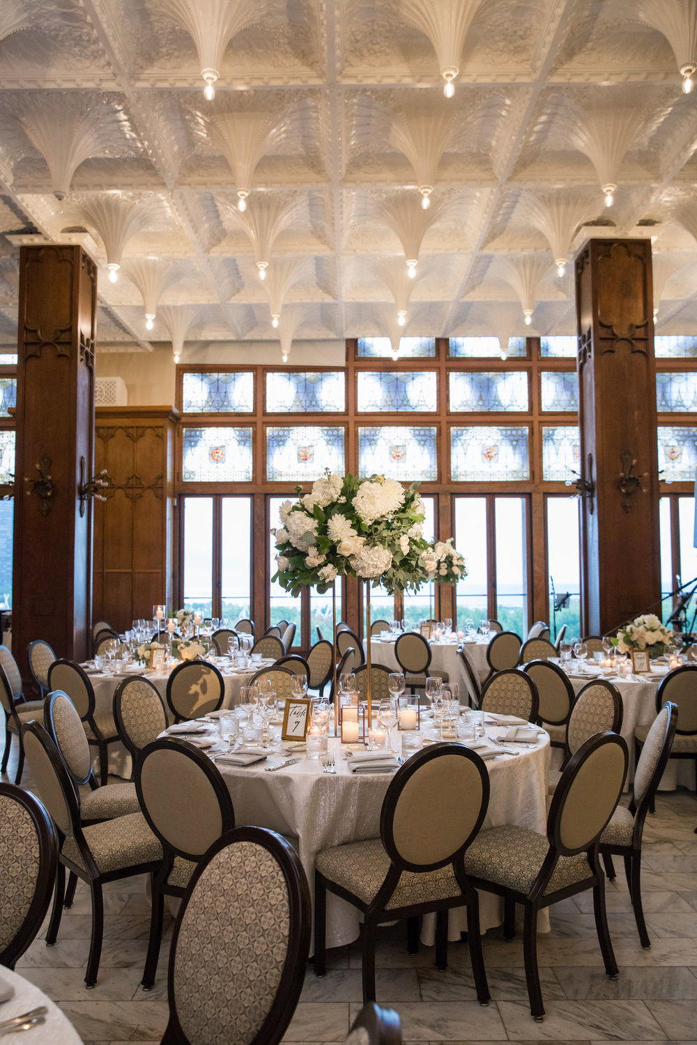Wedding Flowers by Fleur Inc, Photo by Ann & Kam Photography, Planning by LK Events.  Wedding Reception in the White City Ballroom at the Chicago Athletic Association.