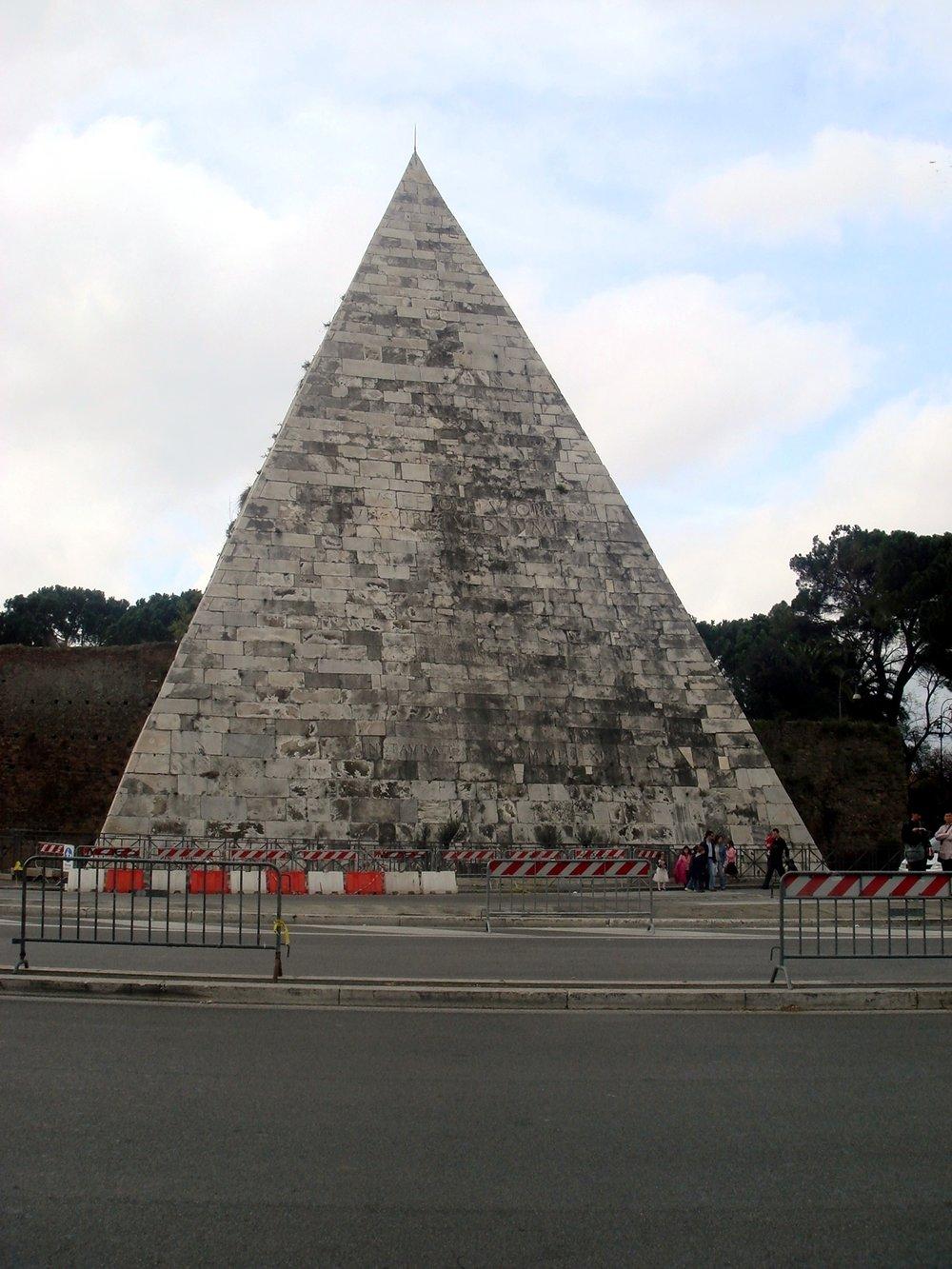 The Pyramid of Cassius Caestius in Rome. Image by Giovanni Dall'Orto
