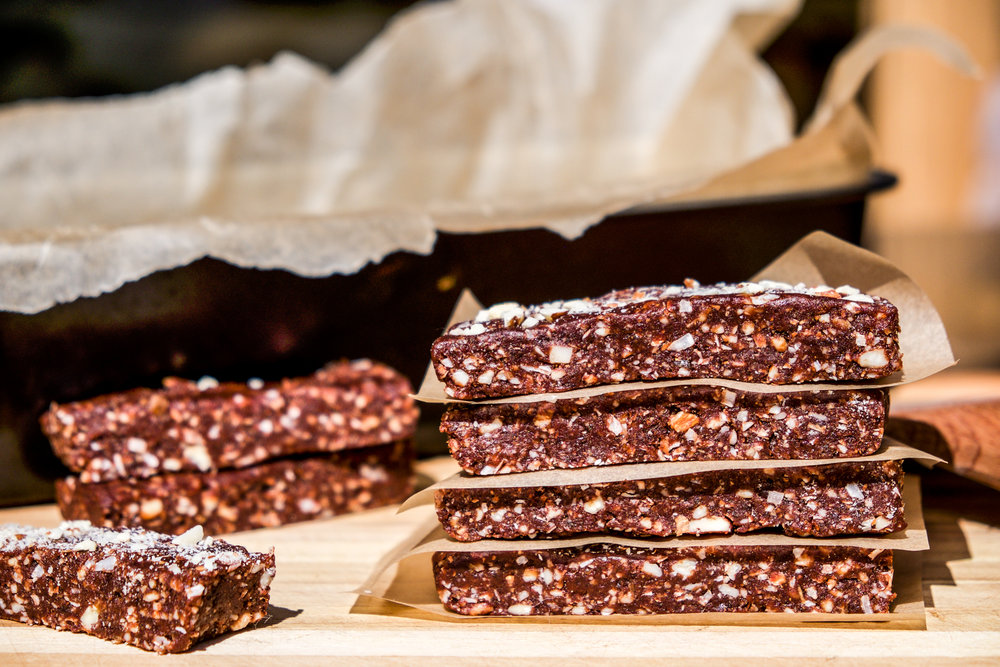 Chocolate Coconut Almond Trail Bar | foreverawanderer.com