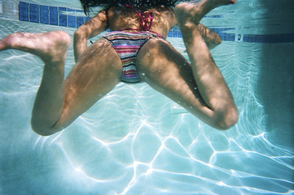 Under_Water_Girl_Pool
