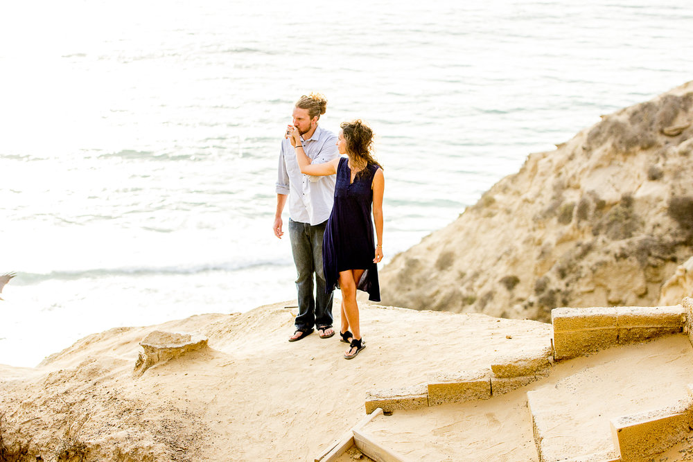 la-jolla-glider-point-torrey-pines-anniversary-session-true-loves-kiss-san-diego-photographer-sophia-elizabeth (85 of 181).jpg