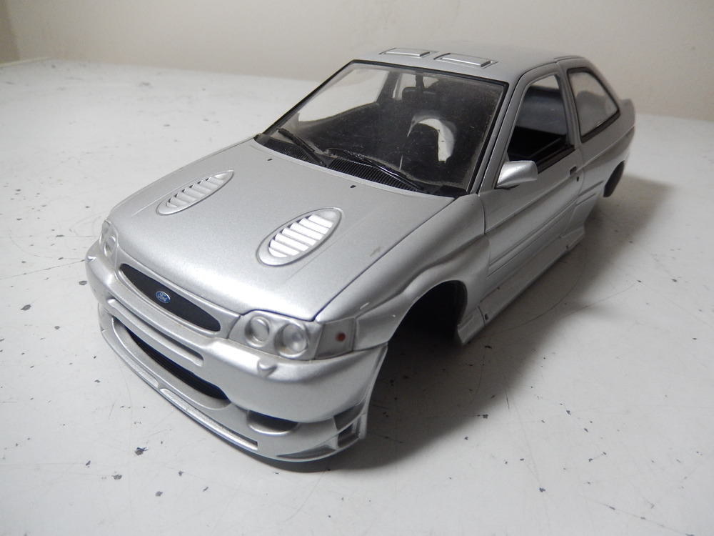 1:18 scale ford escort RS cosworth WRC body shell by ut models —  CS-DIECAST-TUNING