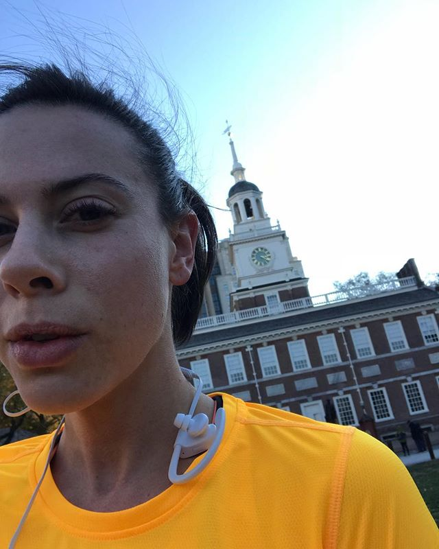 Freezing cold training runs in Philly. Get 'er done. #nychalfmarathon2018 #independencehall. . . . . . #trainingrun#coldweatherrun#fittravel#mlkfitness#runnerchick#stravagoals#keepgoingdontstop#fitfam#orangeshirt