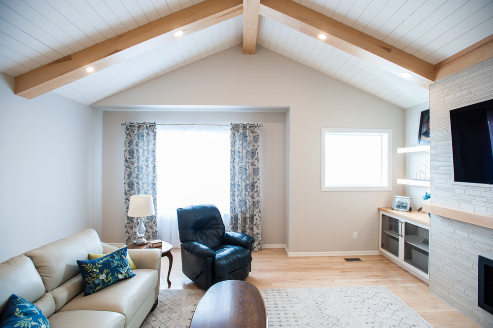 modern_farmhouse_shiplap_beams