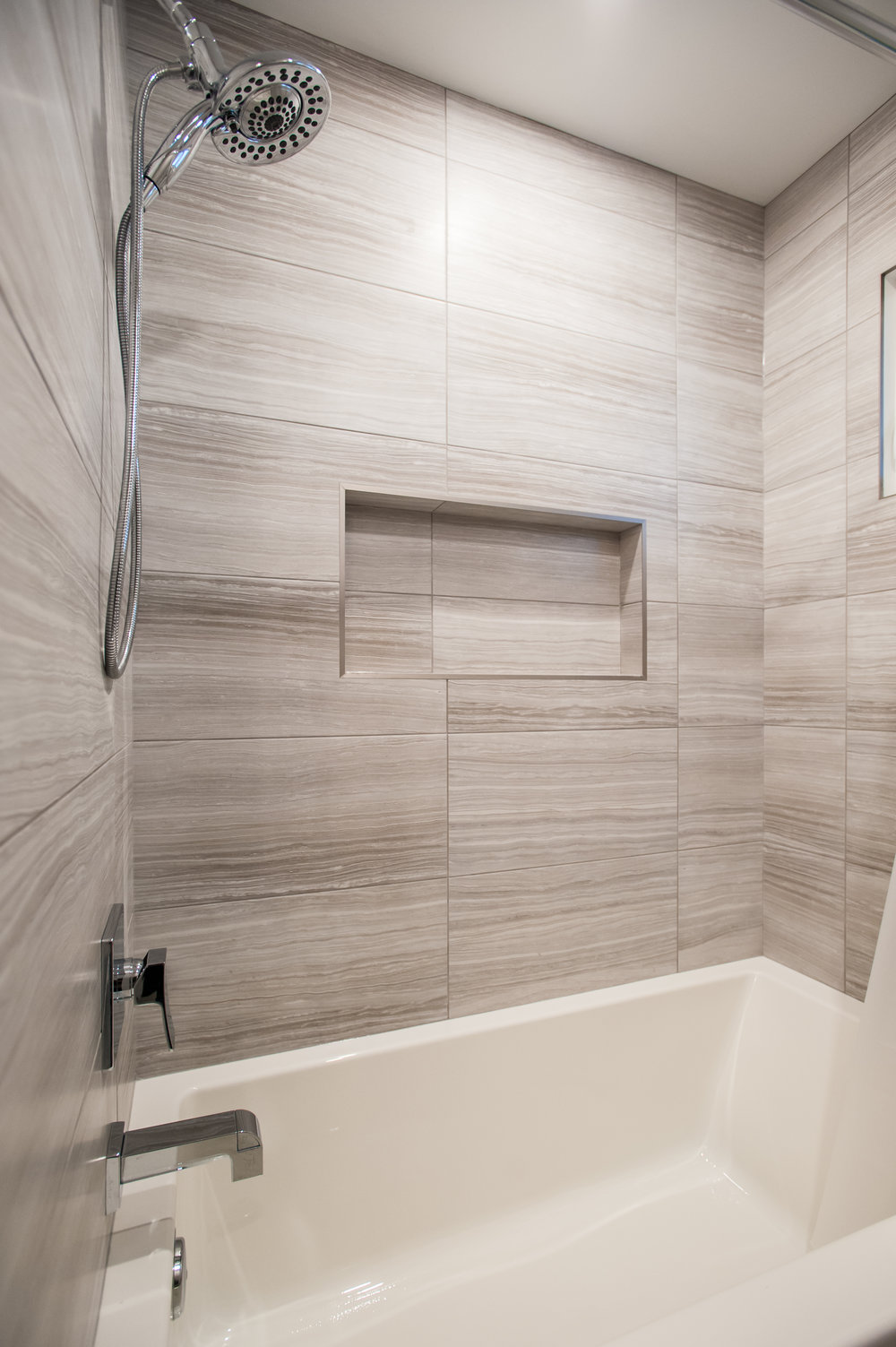 basement_bath_tub_niche