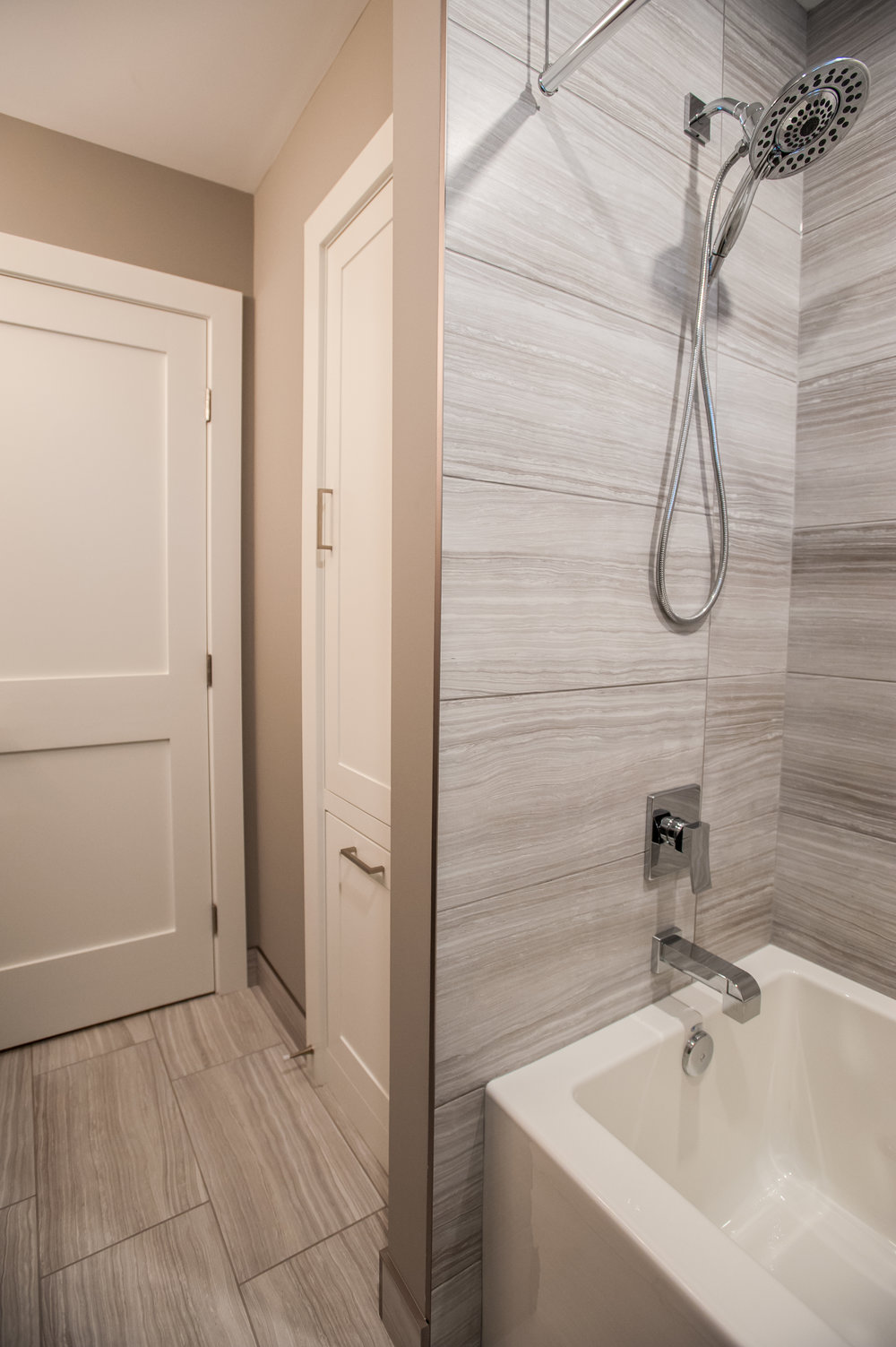 bathroom_reno_modern_1