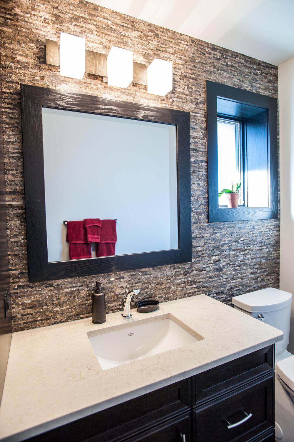 bathroom_split_stone_backsplash