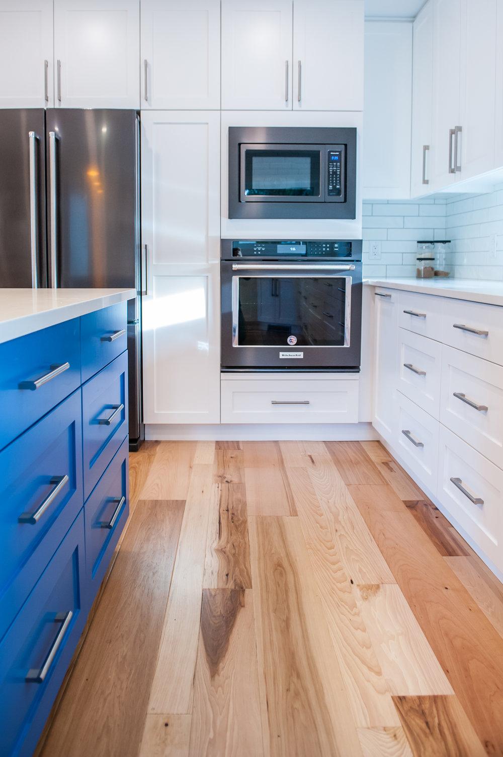 kitchen_hardwood_white