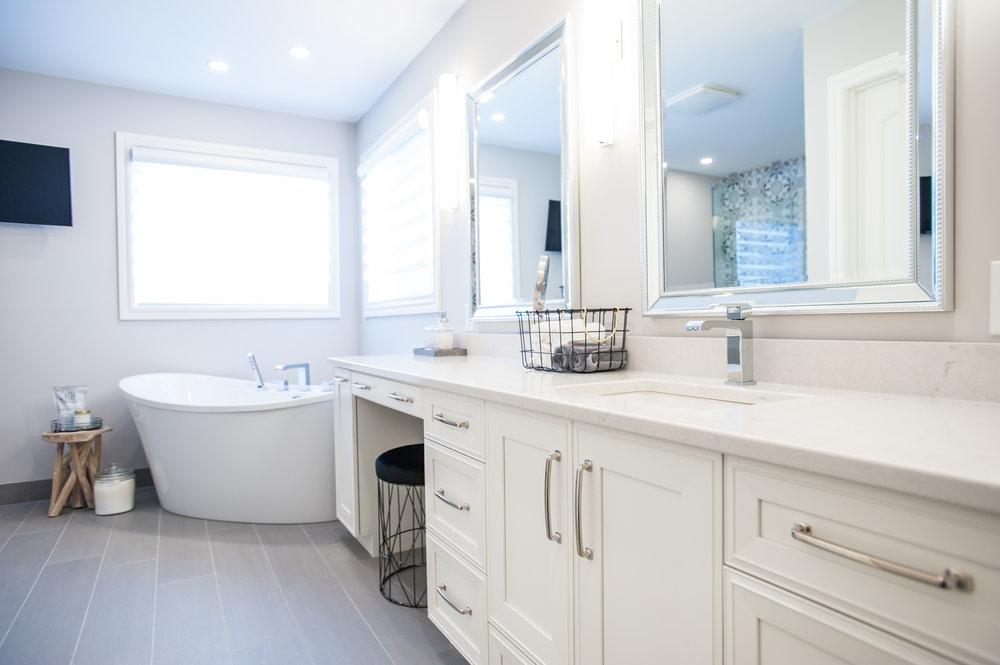 vanity_freestanding_tub