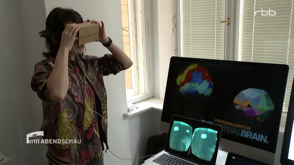 Screen Shot from the RBB Abendschau featuring the real time virtual reality brain visualisations of BrainModes, powered by The Virtual Brain.