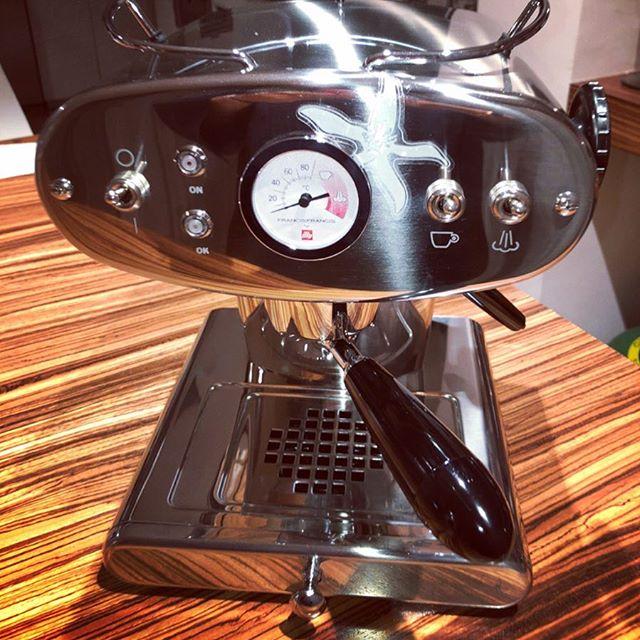 Que nadie como tú me sabe hacer cafè 🎶  Detalls d'agraiment que de bon matí fan que recordis a les persones (cada dia ) Moltes gràcies family @albertbatlle @mbenseny #familiaencantandora  Començem el dia amb un bon cafè 👍🏼👍🏼 #Iperespressa