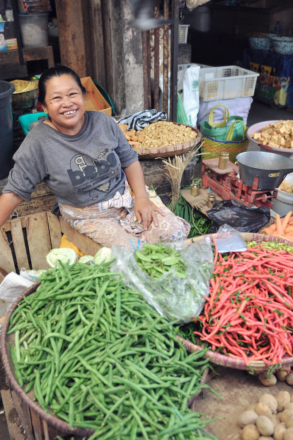 A cheery market vendor at Borobudur Market in Central Java, Indonesia | © Chavelli Tsui www.chavelli.com