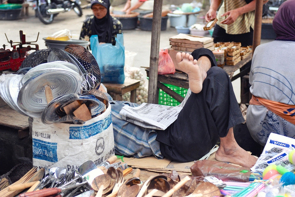 Sleeping man at the Borobudur Market, Indonesia | © Chavelli Tsui www.chavelli.com