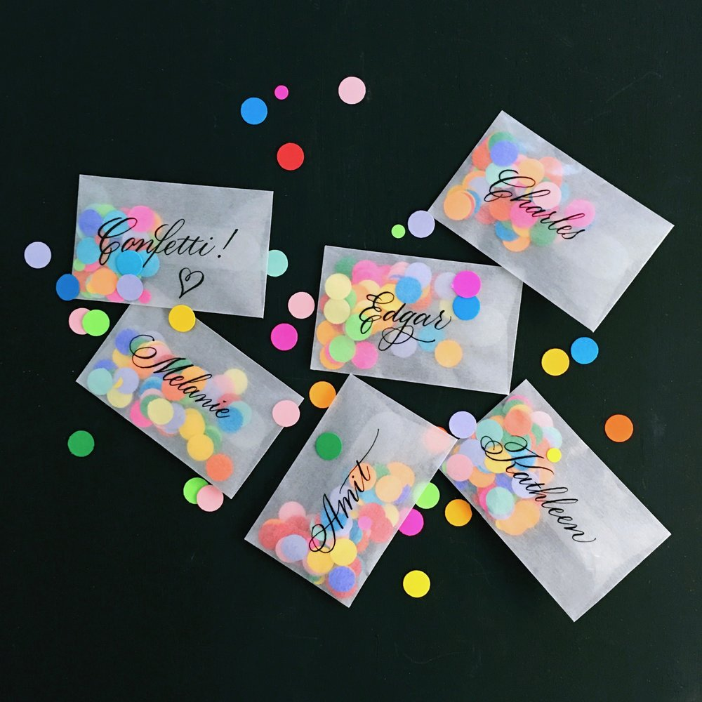 Envelopes filled with confetti for festive place cards! // by Chavelli www.chavelli.com