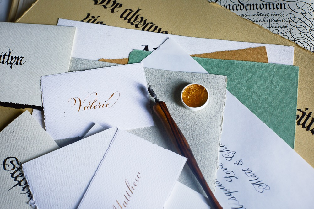 Calligraphy place cards // by Chavelli www.chavelli.com