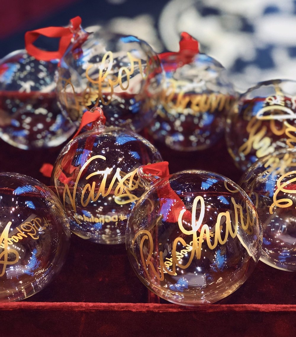 Personalized Christmas tree ornaments for Dolce & Gabbana // calligraphy by Chavelli www.chavelli.com
