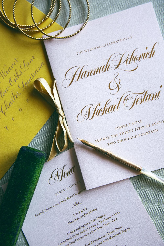 Original wedding day designs for a luxurious Oheka Castle wedding | www.chavelli.com