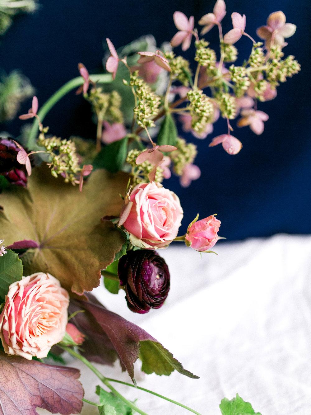 Floral wedding centerpiece | www.chavelli.com