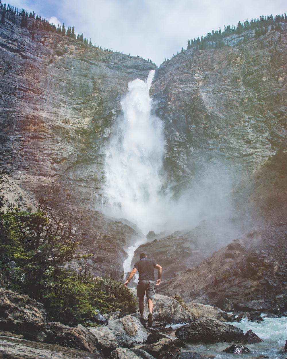 Takakaw Falls 2.jpg