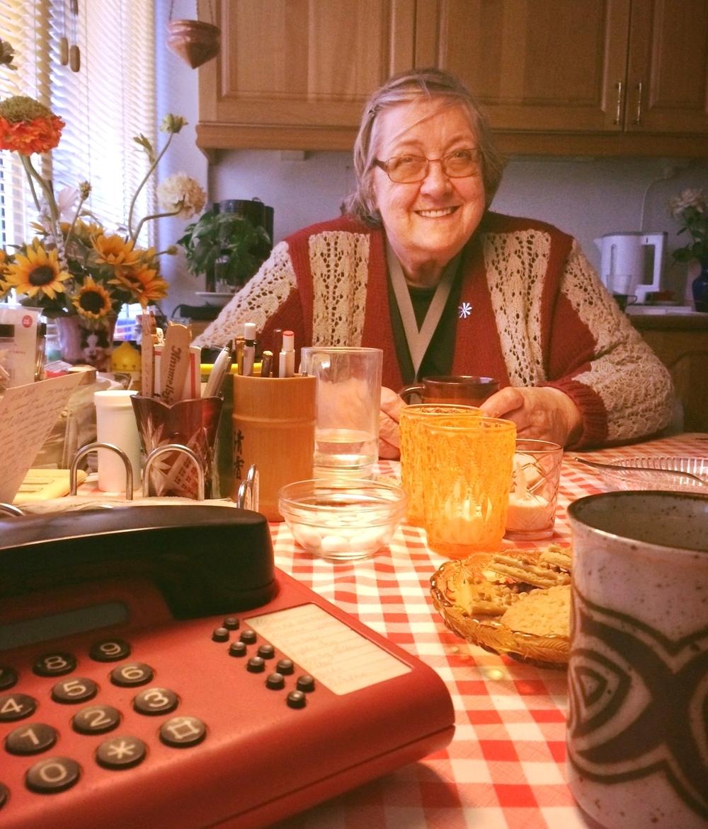 Det er mig ubegribeligt, at Ruth holdt juleaften alene sidste år. Hun har altid te på kanden, kager på bordet og en masse gode historier i ærmet,når der er gæster. (Foto: mavesen)