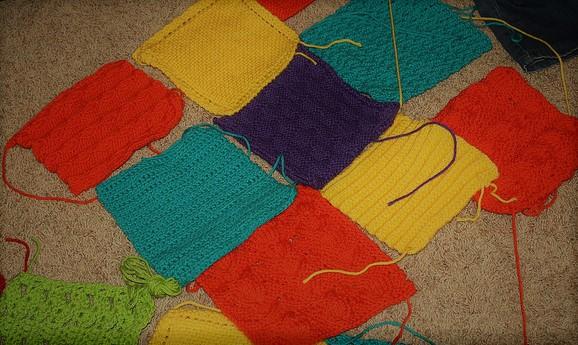 Ruth har ikke længere kræfter til at strikke, men hun har også taget sin tørn med pindene. (Foto: Kara Michele, CC, Flickr.com)