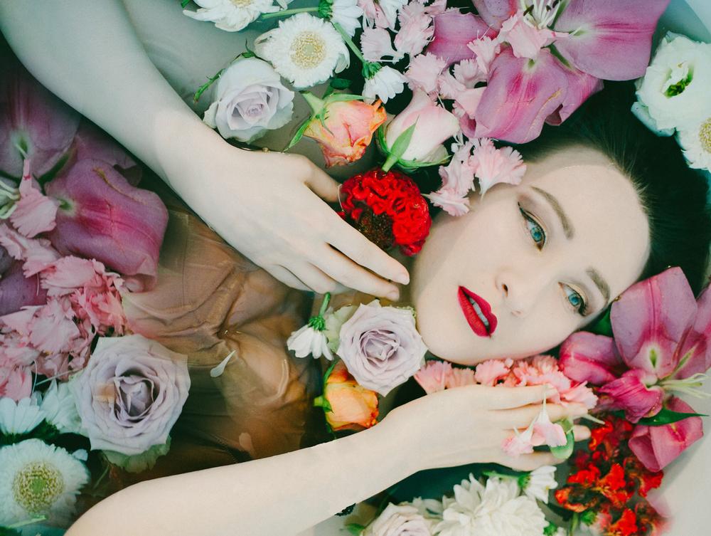 Nadia_flowerbath_(8_of_8).jpg