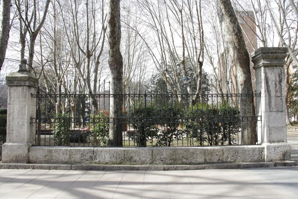 Único resto del antiguo sanatorio del Doctor Quemada, que al ser trasladado a la plaza de la División Azul, le dio nuevo nombre