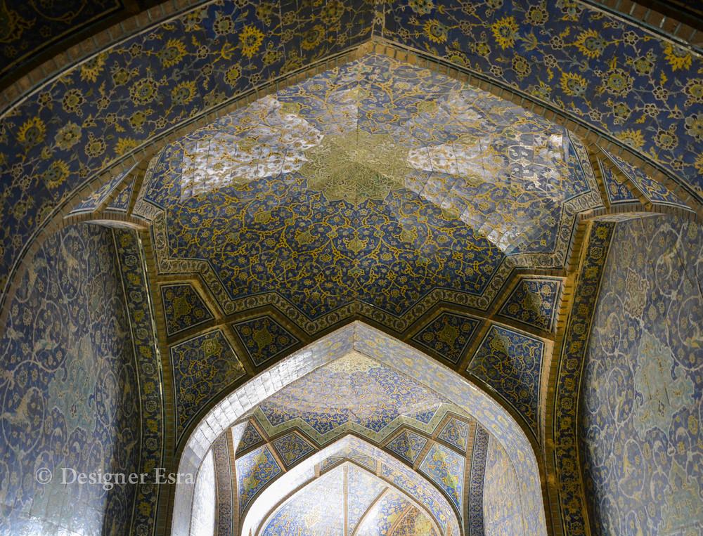 Interior of the Shaykh Lutfallah Mosque in Iran  مسجد الشيخ لطف الله في ايران