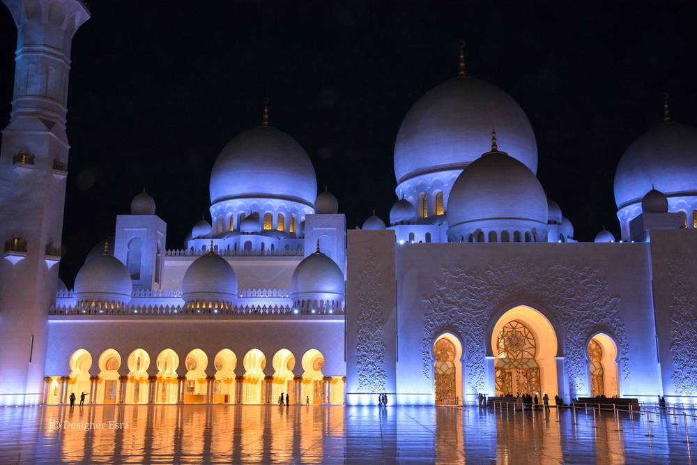Beautiful blue and yellow lights in the Sheikh Zayed Grand Mosque at night
