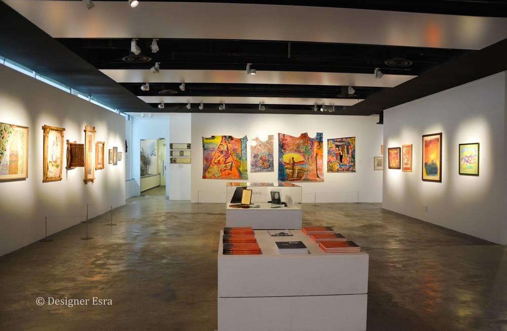 Solo Exhibition for Mounirah Mosly   أعمال الفنانة منيرة الموصلي