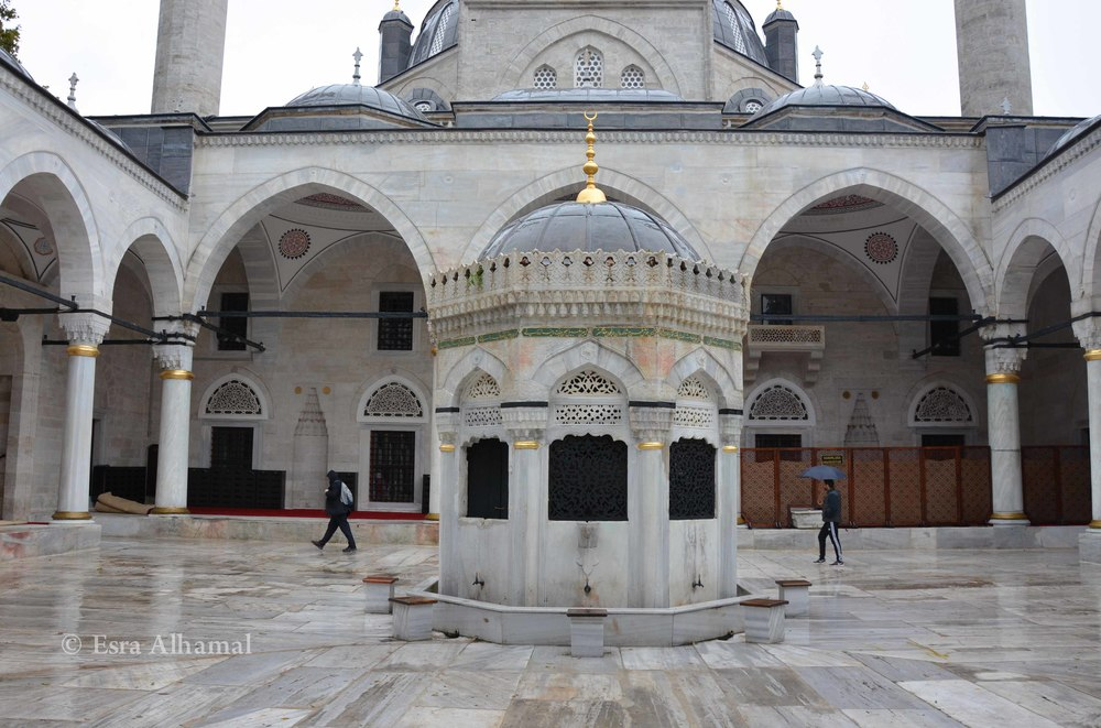 Courtyard of the Yeni Valide Mosque